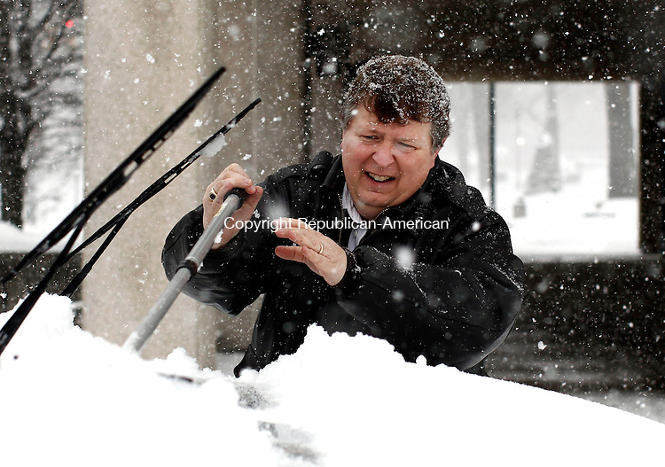 Naugatuck, CT- 04 February 2014-020214CM06- Jeff Caldwell of Monroe clears his car off at the Naugatuck Town Hall on Thursday. Caldwell said he was taking advantage of the snow day and researching his family genealogy inside the town hall.  Christopher Massa Republican-American