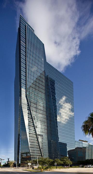 1450 Brickell Miami. Architect Nichols, Brosch, Wurst and Wulff 2010. Developed by the Rilea Group