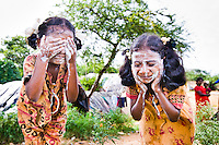 Dalit girls wash their faces in a segregated slum area of Bengaluru.<br /> <br /> Bengaluru, Karnataka.