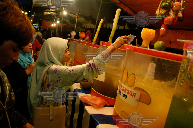 Juice stall at the downtown Saturday night Pasar Malam (night market) close to Little India and Jalan Tunku Abdul Rahman.