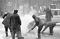RUMAENIEN, 12.86.Bukarest.March 6 Boulevard: Workers hurry to repair the road. .They put hot bitumen directly onto the falling snow. .Tomorrow Ceausescu will pass by..© Andrei Pandele/EST&OST