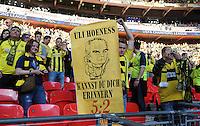 FUSSBALL  CHAMPIONS LEAGUE  SAISON 2012/2013  FINALE  Borussia Dortmund - FC Bayern Muenchen         25.05.2013 Ein Fan zeigt auf der Tribuene ein Banner mit dem Spruch ULI HOENESS KANNST DU DICH ERINNERN 5:2