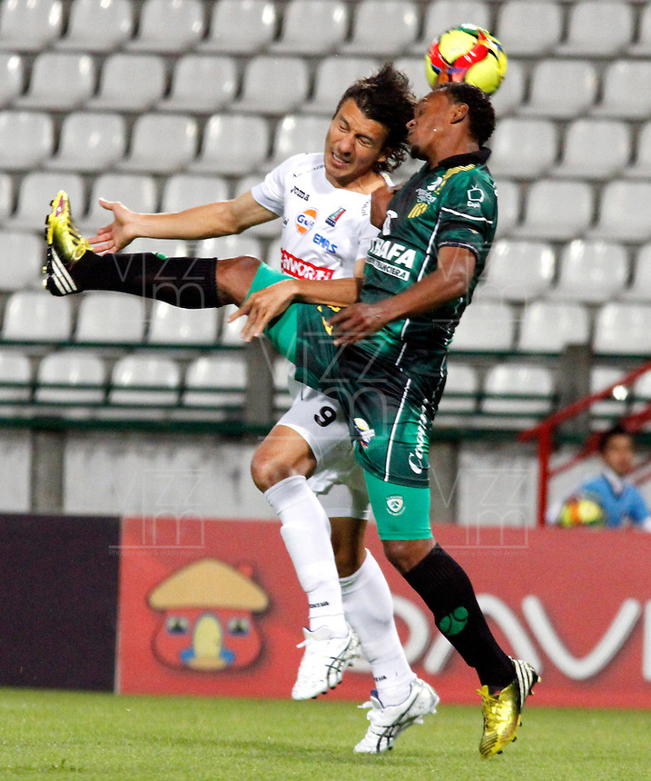 MANIZALES -COLOMBIA, 22-08-2013.  Sergio Herrera del Once Caldas disputa el balón con Pedro Pino de La Equidad  en partido válido por la fecha 5 de la Liga Postobón II 2013 jugado en el estadio Palogrande de la ciudad de Manizales./ Sergio Herrera of Once Caldas fights for the ball with  Pedro Pino of La Equidad during match valid for the fifth date of the Postobon  League II 2013 at Palogrande stadium in Manizales city. Photo: VizzorImage/Yonboni/STR