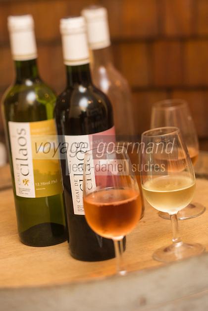 France, &icirc;le de la R&eacute;union, Parc national de La R&eacute;union, class&eacute; Patrimoine Mondial de l'UNESCO, Cirque de CIlaos, Cilaos:  Vins du Chai de Cilaos, Le Cilaos est un vin de pays,  vin de montagne produit dans le cirque de Cilaos, &agrave; la R&eacute;union. C'est l'un des seuls vins fran&ccedil;ais produits dans l'h&eacute;misph&egrave;re sud. Il b&eacute;n&eacute;ficie d'une IGP.<br />     //  France, Reunion island (French overseas department), Parc National de La Reunion (Reunion National Park), listed as World Heritage by UNESCO, cirque of Cilaos,  Cilaos: Chai Cilaos wines,  The Cilaos is a wine country, mountain wine produced in Cilaos, Reunion. This is one of the only French wines produced in the southern hemisphere. It enjoys an IGP.