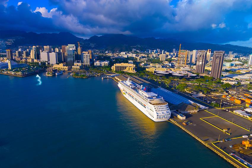 Norwegian Cruise Line39s Pride Of Aloha Cruise Ship Docked