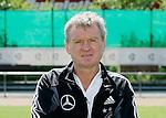 Fussball INTERNATIONAL EURO 2004 Nationalmannschaft ; DFB ; Deutschland, FOTOTERMIN    Torwarttrainer Sepp Maier