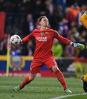 FUSSBALL CHAMPIONS LEAGUE  SAISON 2015/2016 VIERTELFINAL RUECKSPIEL Atletico Madrid - FC Barcelona       13.04.2016 Torwart Marc Andre ter Stegen (Barca) mit Ball