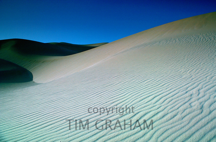 Sand dunes in the desert, Qatar RESERVED USE - NOT FOR DOWNLOAD -  FOR USE CONTACT TIM GRAHAM