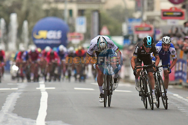 World Champion Peter Sagan (SVK) Bora-Hansgrohe sprints for the line with Michal Kwaitkowski (POL) Team Sky and Julian Alaphilippe (FRA) Quick-Step Floors alongside during the 108th edition of Milan-San Remo 2017 by NamedSport the first Classic Monument of the season running 291km from Milan to San Remo, Italy. 18th March 2017.<br /> Picture: La Presse/Fabio Ferrari | Cyclefile<br /> <br /> <br /> All photos usage must carry mandatory copyright credit (&copy; Cyclefile | La Presse)