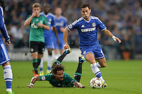 FUSSBALL   CHAMPIONS LEAGUE   SAISON 2013/2014   GRUPPENPHASE FC Schalke 04 - FC Chelsea        22.10.2013 Jermaine Jones (FC Schalke 04) am Boden Chancenlos gegen Eden Hazard (re, FC Chelsea)