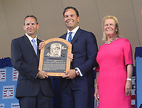 NEW YORK, NY - July 24: Jeff Idelson, President of the Baseball Hall Of Fame and Jane Forbes Clark, Chairman of the Board of Directors, presents  Mike Piazza with his plaque during his  induction into the Baseball Hall of Fame on July 24, 2016 in Cooperstown, New York. Photo Credit:John Palmer/ Media Punch