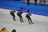 SCHAATSEN: BERLIJN: Sportforum, 07-12-2013, Essent ISU World Cup, Team Pursuit, Jonathan Kuck, Shani Davis, Joey Mantia (USA), ©foto Martin de Jong