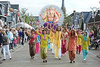 ALGEMEEN: SINT NICOLAASGA: centrum, 06-09-2012, Allegorische Optocht, 'GANESHA', Buurtvereniging De Grietman, Ganesha is in het Hindoeïsme de godheid met het olifantenhoofd, ©foto Martin de Jong