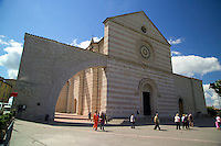 Assisi, Umbria, Italy, June 2006. the Basilica of Santa Chiara in Assisi.  Assisi is a good place to stay, when travelling through the beautiful surrounding countryside with its medieval walled villages and cities, olive groves and vineyards. Photo By Frits Meyst/Adventure4ever.com