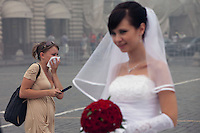 Moscow, Russia, 07/08/2010. .A wedding guest in Red Square chokes on the worst smog so far in the record high temperatures of the continuing heatwave. Peat and forest fires in the countryside surrounding Moscow have resulted in the Russian capital being blanketed in heavy smog.