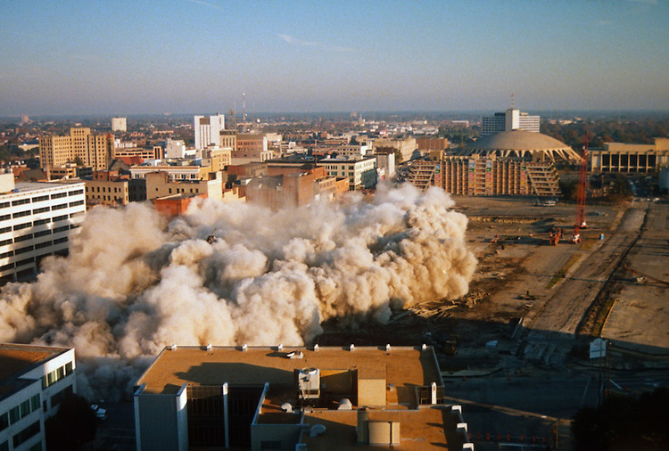1996 November 24..Redevelopment..Macarthur Center.Downtown North (R-8)..SEQUENCE 15.IMPLOSION OF SMA TOWERS.LOOKING NORTH FROM ROOFTOP .OF MAIN TOWER EAST.PV3..NEG#.NRHA#..