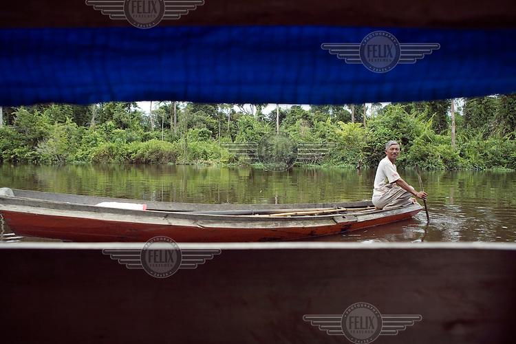 Fisherman in a boat on the Cenaku River.