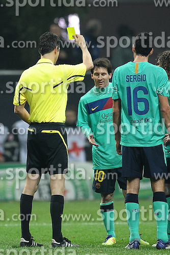 23.11.2011, Giuseppe Meazza Stadion, Mailand, ITA, UEFA CL, Gruppe H, AC Mailand (ITA) vs FC Barcelona (ESP), im Bild Referee Wolfgang STARK shows yellow card to Lionel MESSI, Ammonizione di Lionel MESSI per essersi fermato sul calcio di rigore // during the football match of UEFA Champions league, group H, between Gruppe H, AC Mailand (ITA) and FC Barcelona (ESP) at Giuseppe Meazza Stadium, Milan, Italy on 2011/11/23. EXPA Pictures © 2011, PhotoCredit: EXPA/ Insidefoto/ Andrea Staccioli..***** ATTENTION - for AUT, SLO, CRO, SRB, SUI and SWE only *****
