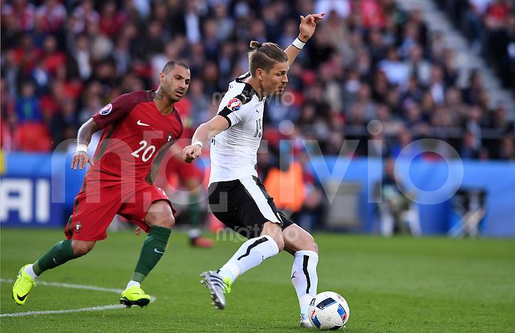 FUSSBALL EURO 2016 GRUPPE F IN PARIS Portugal - Oesterreich      18.06.2016 Ricardo Quaresma (li, Portugal) gegen Sebastian Proedl  (re, Oesterreich)