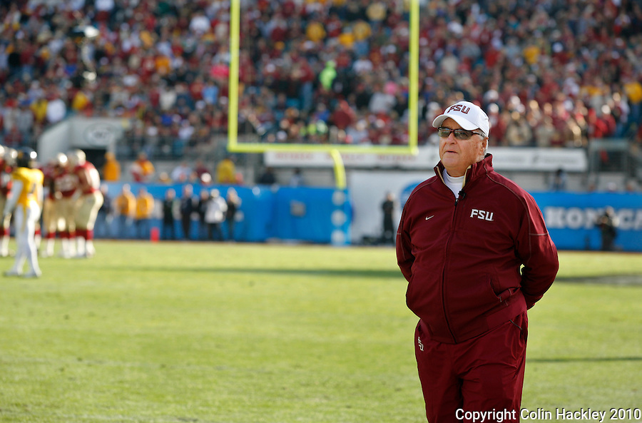 JACKSONVILLE, FL 1/1/10-FSU-WV FB CH83-Florida State Head Coach Bobby Bowden takes in the last minutes of his final game against West Virginia in the Gator Bowl Friday in Jacksonville, Fla. The Seminoles beat the Mountaineers 33-21..COLIN HACKLEY PHOTO