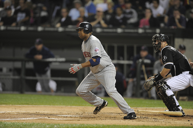 CHICAGO - SEPTEMBER 23:  Delmon Young #21 of the Minnesota Twins bats against the Chicago White Sox on September 23, 2009 at U.S. Cellular Field in Chicago, Illinois.  The Twins defeated the White Sox 8-6.  (Photo by Ron Vesely)