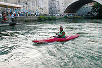 Roma  24 Luglio  2005 .In Canoa sul Tevere.<br />