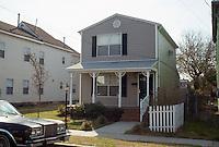 1995 March 01.Redevelopment.Huntersville 1&2 (R-70)..FRONT EXTERIOR.853 LEXINGTON STREET...NEG#.NRHA#..