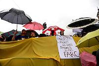 BOGOTÁ - COLOMBIA, 06-08-2015. Cientos de personas salieron a las calles de  Bogotá a la marcha que convocó Alvaro Uribe Velez, político colombiano, hoy 2 de abril de 21016, en contra del proceso de paz del gobierno de Colombia y la guerrilla de Izquierda de las FARC y así mismo por la corrupción y los malos manejos del gobierno. / Hundreds of people go out to the streets of Bogota to the march convenes by Alvaro Uribe Velez, politician of Colombia, today April 2 2016, against the peace process of the Colombian Governement and the left Guerrillas of Farc and likewise for the corruption and bad manage of the government. Photo: VizzorImage/ Ivan Valencia / Cont