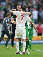 Fussball  1. Bundesliga  Saison 2013/2014  8. Spieltag VfB Stuttgart - SV Werder Bremen     05.10.2013 Sebastian Proedl (li, SV Werder Bremen) und Martin Harnik (VfB Stuttgart) umarmen sich nach dem Spiel