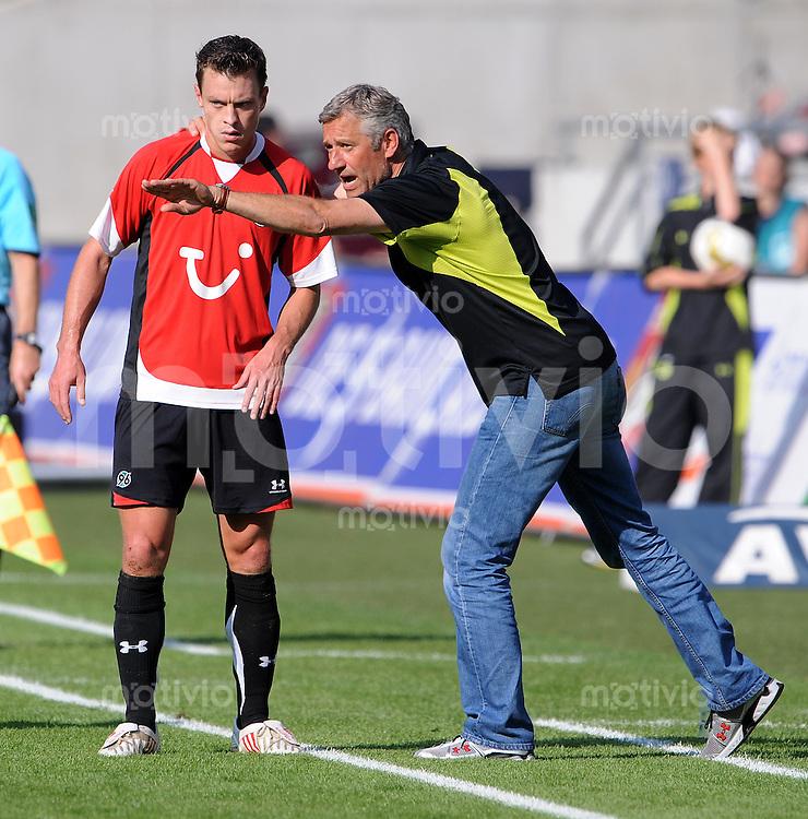FUSSBALL  1. BUNDESLIGA   SAISON 2009/2010   6. SPIELTAG Hannover 96 - Borussia Dortmund  19.09.2009 Trainer Andreas BERGMANN (LI) und Hanno BALITSCH (re, beide Hannover)