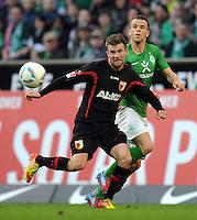 FUSSBALL   1. BUNDESLIGA   SAISON 2011/2012   27. SPIELTAG SV Werder Bremen - FC Augsburg                        24.03.2012 Daniel Baier (li, Augsburg) gegen Lukas Schmitz (re, SV Werder Bremen)
