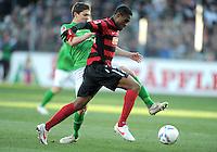 FUSSBALL   1. BUNDESLIGA   SAISON 2011/2012    20. SPIELTAG  05.02.2012 SC Freiburg - SV Werder Bremen Aleksandar Ignjovski (li,SV Werder Bremen)  und Cedric Makiadi (SC Freiburg)