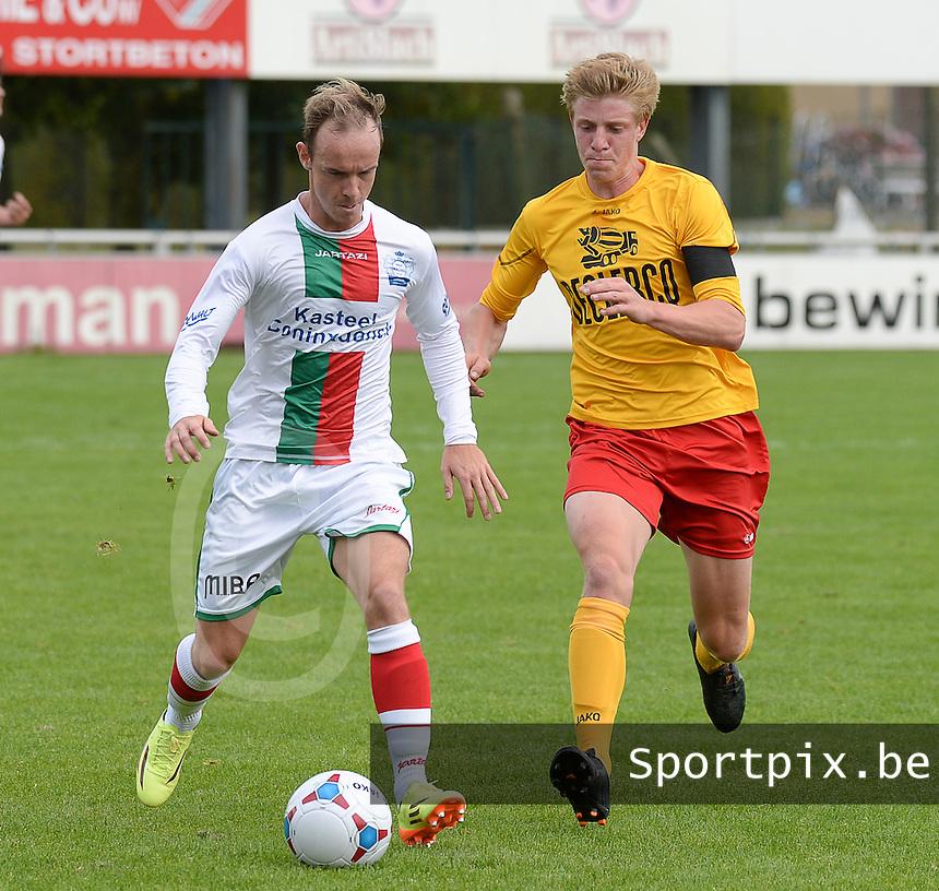 RC Waregem - RC Wetteren :<br /> <br /> Tom Denoulet (R) en Glen Deham (L) strijden om de bal<br /> <br /> foto VDB / BART VANDENBROUCKE