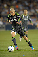 Osvaldo Alonso (6) midfield Seattle Sounders in action..Sporting Kansas City defeated Seattle Sounders on penalty kicks, after a 1-1 tied game to win the Lamar Hunt Open Cup at LIVESTRONG Sporting Park, Kansas City, Kansas..