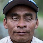 24 noviembre 2014. <br /> Guillermo 52 a&ntilde;os de Sacsi Chita&ntilde;a, Cob&aacute;n Guatemala. Es uno de los activista contra el proyecto de construcci&oacute;n de una hidroel&eacute;ctrica de la empresa Renace construida por el grupo Cobra.<br /> La llegada de algunas compa&ntilde;&iacute;as extranjeras a Am&eacute;rica Latina ha provocado abusos a los derechos de las poblaciones ind&iacute;genas y represi&oacute;n a su defensa del medio ambiente. En Santa Cruz de Barillas, Guatemala, el proyecto de la hidroel&eacute;ctrica espa&ntilde;ola Ecoener ha desatado cr&iacute;menes, violentos disturbios, la declaraci&oacute;n del estado de sitio por parte del ej&eacute;rcito y la encarcelaci&oacute;n de una decena de activistas contrarios a los planes de la empresa. Un grupo de ind&iacute;genas mayas, en su mayor&iacute;a mujeres, mantiene cortado un camino y ha instalado un campamento de resistencia para que las m&aacute;quinas de la empresa no puedan entrar a trabajar. La persecuci&oacute;n ha provocado adem&aacute;s que algunos ecologistas, con &oacute;rdenes de busca y captura, hayan tenido que esconderse durante meses en la selva guatemalteca.<br /> <br /> En Cob&aacute;n, tambi&eacute;n en Guatemala, la hidroel&eacute;ctrica Renace se ha instalado con amenazas a la poblaci&oacute;n y falsas promesas de desarrollo para la zona. Como en Santa Cruz de Barillas, el proyecto ha dividido y provocado enfrentamientos entre la poblaci&oacute;n. La empresa ha cortado el acceso al r&iacute;o para miles de personas y no ha respetado la estrecha relaci&oacute;n de los ind&iacute;genas mayas con la naturaleza. &copy;Calamar2/ Pedro ARMESTRE<br /> <br /> The arrival of some foreign companies to Latin America has provoked abuses of the rights of indigenous peoples and repression of their defense of the environment. In Santa Cruz de Barillas, Guatemala, the project of the Spanish hydroelectric Ecoener has caused murders, violent riots, the declaration of a state of siege by the
