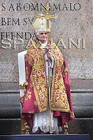 Palm Sunday mass Benedict XVI celebrating an in St. Peter's square, March 16, 2008