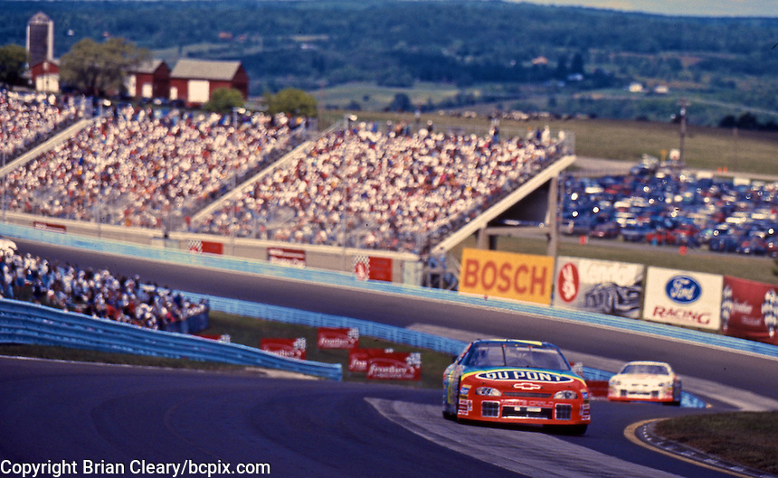 Jeff Gordon leads in the esses en route to victory during the Frontier at the Glen, Watkins Glen International Raceway, Watkins Glen, NY, August 15, 1999.  (Photo by Brian Cleary/www.bcpix.com)