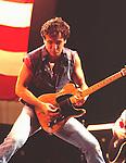 Breuce Springsteen 1985..© Chris Walter..