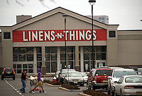 A closed Linens 'N Things store is seen in a mall in Jersey City, NJ on Sunday, March 15, 2009. The closing of big box stores such as Linens 'N Things and Circuit City is effecting the real estate of malls which may soon be saddled with empty anchor stores. (© Richard B. Levine)