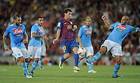 FUSSBALL  INTERNATIONAL   SAISON 2011/2012   22.08.2010 Gamper Cup FC Barcelona - SSC Neapel Lionel Messi (Mitte, Barca) gegen Andrea Dossena (li, Napoli), Walter Gargano (2.v.li, Napoli) und Paolo Cannavaro (re, Napoli)