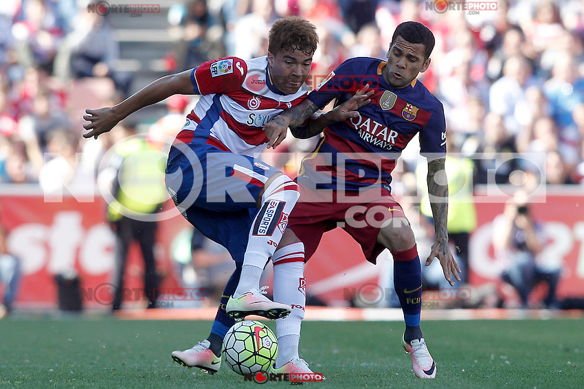 Granada's Penaranda (l) and FC Barcelona's Daniel Alves during La Liga match. May 14,2016. (ALTERPHOTOS/Acero) /NortePhoto.com