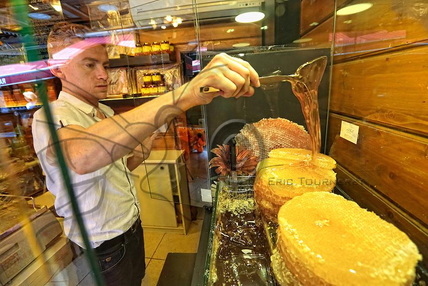 In the Kadikoy district of Istanbul, the shop Eta Bal specializes in honeys from Rize, which are known throughout the country. ///A Istanbul, à  Kadikoy, la boutique Eta Bal est spécialisée dans la vente des miels de Rize qui sont réputés dans tout le pays.