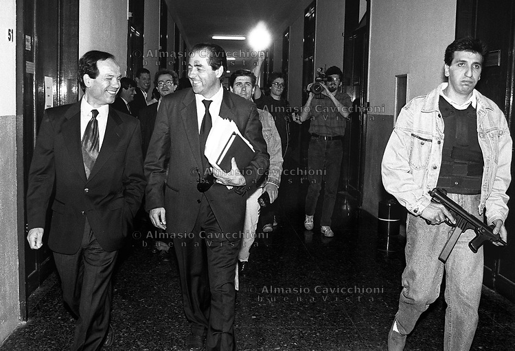 14 Mag 1992, Milano Palazzo di Giustizia - ad ANTONIO DI PIETRO &egrave; appena stata assegnata la scorta<br />