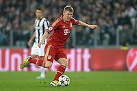 FUSSBALL  CHAMPIONS LEAGUE  VIERTELFINALE  RUECKSPIEL  2012/2013      Juventus Turin - FC Bayern Muenchen        10.04.2013 Bastian Schweinsteiger (FC Bayern Muenchen) Einzelaktion am Ball