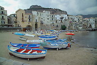 Cefalu, Sicily, May 2006. The beachfront of cefalu is line by old houses and a boulevard with resaurants and souvenier shops . photo by Frits Meyst/Adventure4ever.com