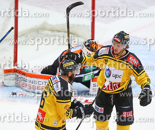 13.01.2017, Albert Schultz Halle, Wien, AUT, EBEL, UPC Vienna Capitals vs Moser Medical Graz 99ers, 43. Runde, im Bild Torjubel Jerry Pollastrone (UPC Vienna Capitals) und Collin Bowman (UPC Vienna Capitals) // during the Erste Bank Icehockey League 43rd Round match between UPC Vienna Capitals and Moser Medical Graz 99ers at the Albert Schultz Ice Arena, Vienna, Austria on 2017/01/13. EXPA Pictures © 2017, PhotoCredit: EXPA/ Thomas Haumer