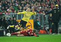 Fussball Bundesliga Saison 2011/2012 13. Spieltag FC Bayern Muenchen - Borussia Dortmund V.l.: Lukasz PISZCZEK (BVB), Toni KROOS (FCB).