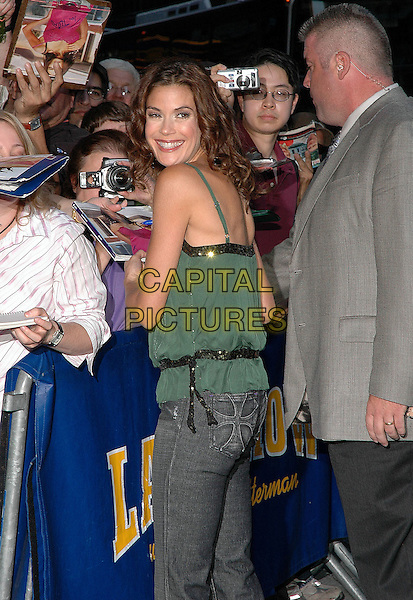 TERI HATCHER.Stops for the press as she leaves the Ed Sullivan Theater after taping her appearance at the Dave Letterman show in Manhattan, New York, New York..September 22nd, 2005.Photo Credit: Patti Ouderkirk/AdMedia/Capital Pictures.Ref: PO.half length green singlet top signing autographs fans crowd looking over shoulder.www.capitalpictures.com.sales@capitalpictures.com.© Capital Pictures.