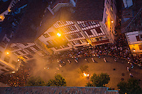 France, Pyrénées-Atlantiques (64), Pays-Basque, Saint-Jean-de-Luz , Fête de la Saint-Jean, Feu de la Saint-Jean,et façades des maisons de la rue Gambetta // France, Pyrenees Atlantiques, Basque Country, Saint Jean de Luz, St John's Eve, Saint John's Fire, facade houses the rue Gambetta