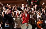 Basketball, BBL 2003/2004 , 1.Bundesliga Herren, Wuerzburg (Germany) X-Rays TSK Wuerzburg - GHP Bamberg (62:84) Fans des GHP Bamberg sorgten fuer Stimmung in der Halle, im Hintergrund Anzeigentafel mit dem Endresultat 62:84